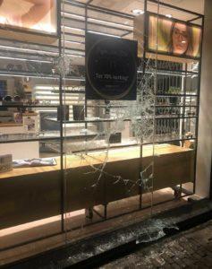 schade aan de winkel na rellen